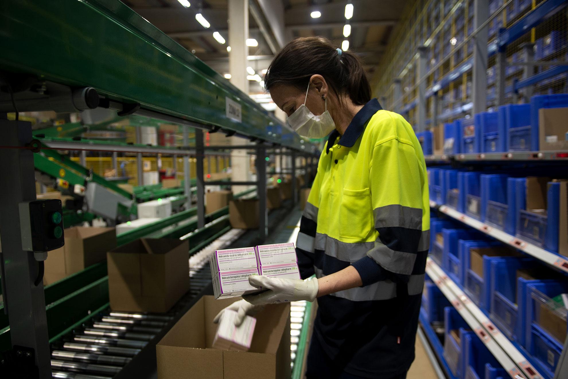 13.000 cajas de Hidroxicloroquina de la farmaceutica Teva almacenadas en Zaragoza se repartirán a todos los centros hospitalarios de España donde sean necesarias. ©Judith Prat Covid Photo Diaries