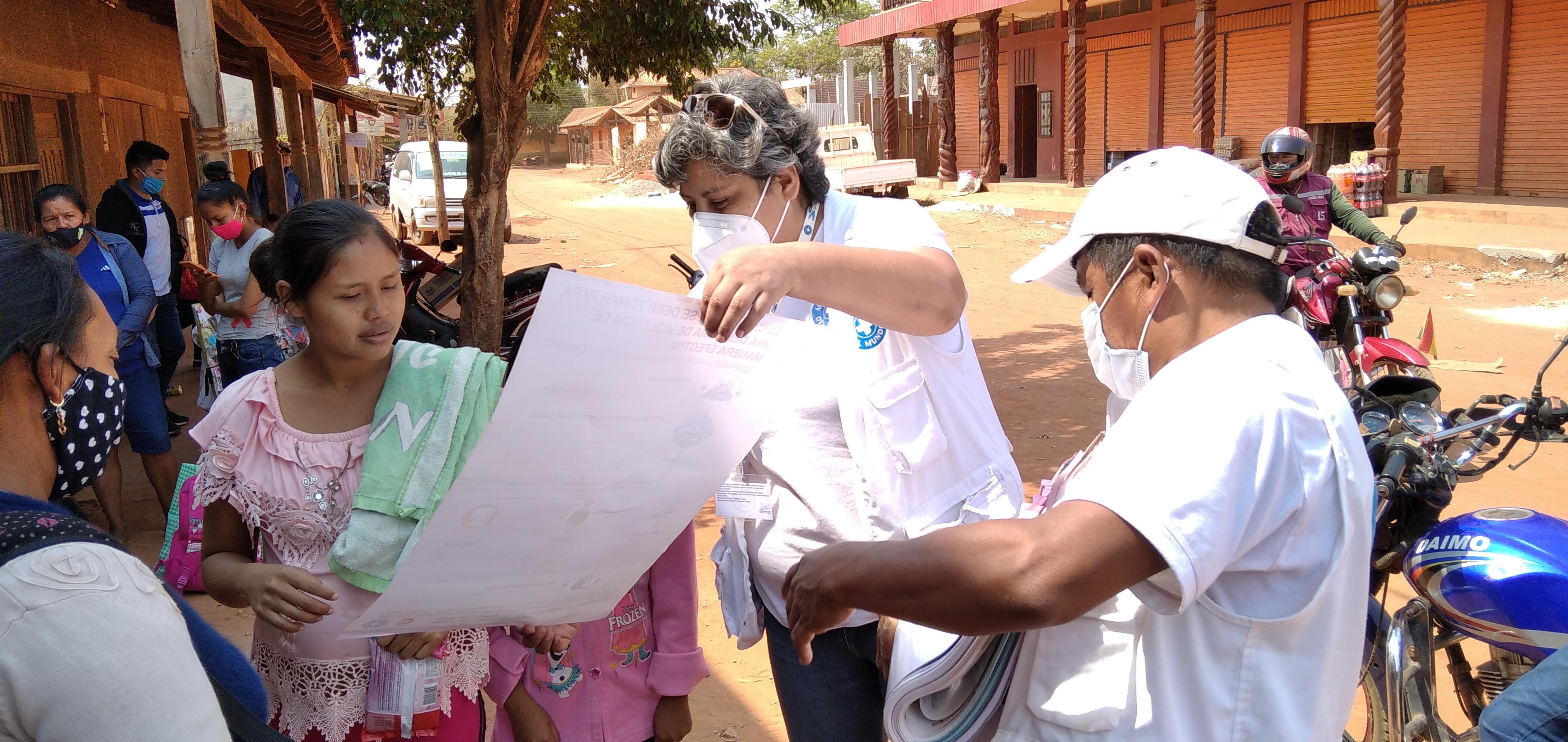 Informando para prevenir la pandemia en San Ignacio de Velasco.  Bolivia. ©Claudia Belaunde